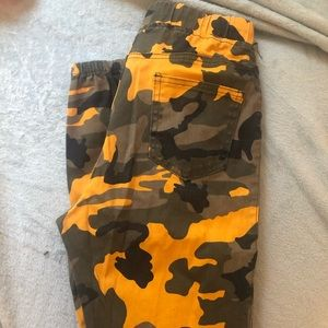 Camo yellow/black twill joggers